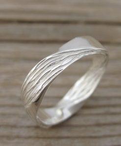 Mobius Wedding band, 4.5mm Mobius Ring In 14k/18k Gold