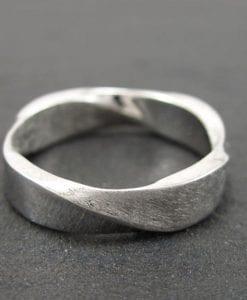 Mobius Wedding band, 5mm Mobius Ring In 18k White Gold