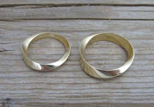Mobius Weddingset in 18K Yellow Gold, Wedding rings set