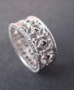 Sale - Italiano gold ring with diamonds, open detailed metal work